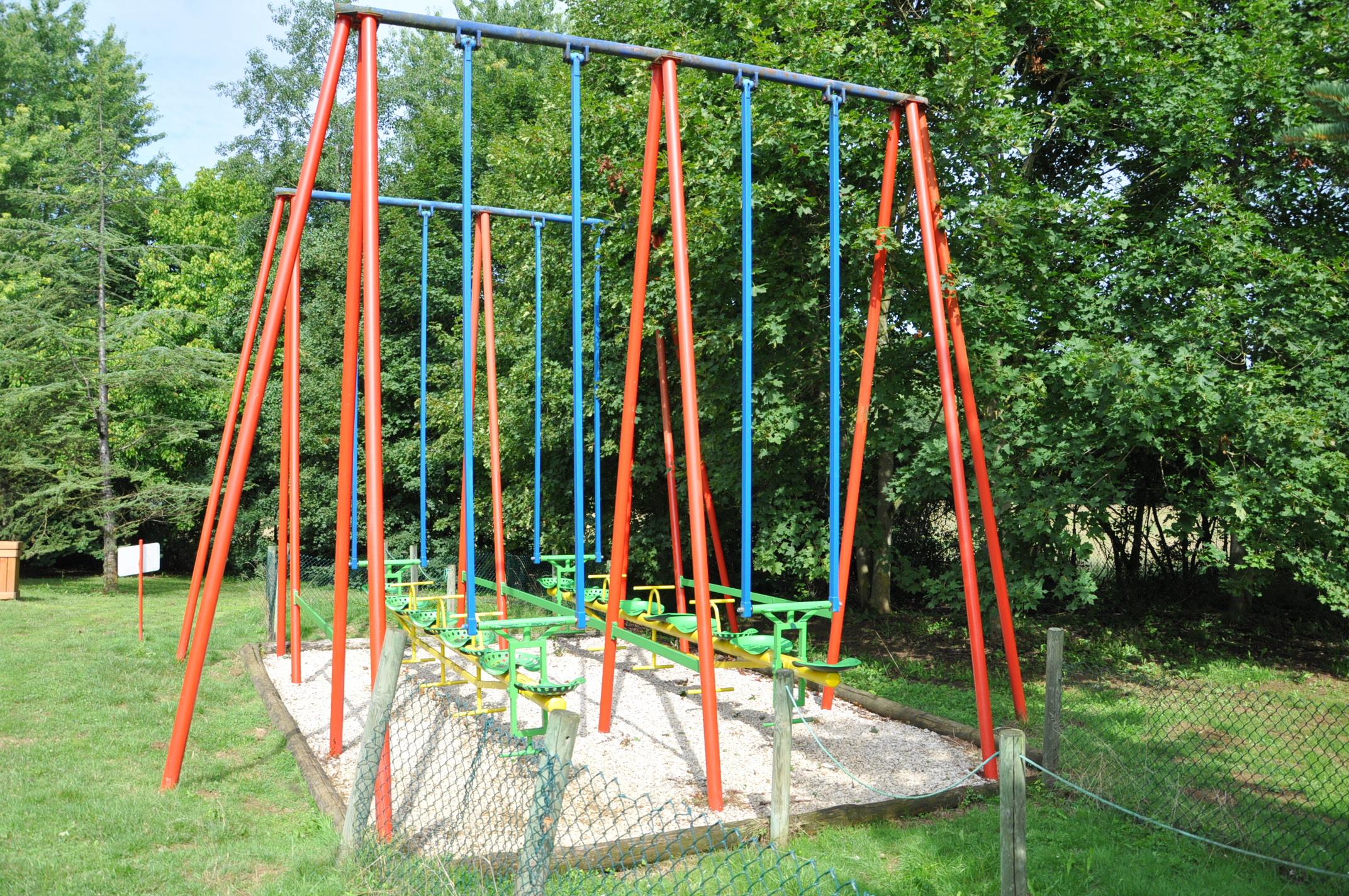 parc attraction 6 le parc de l 39 auxois article. Black Bedroom Furniture Sets. Home Design Ideas